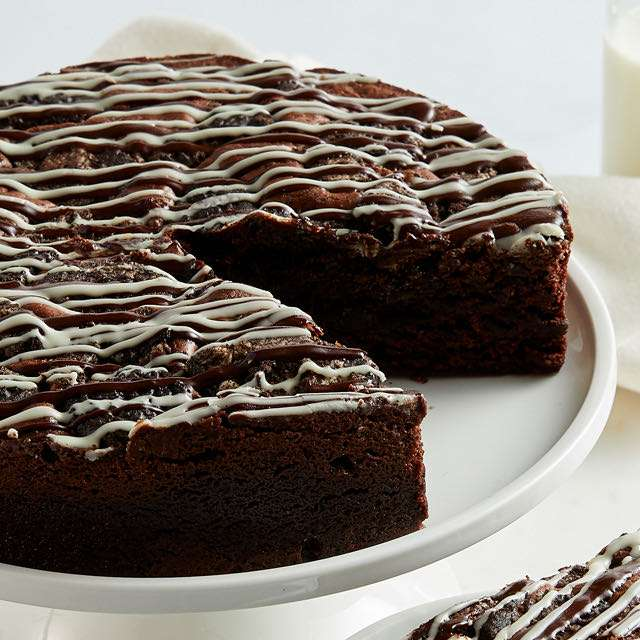 image of Cookies and Cream Brownie Cake